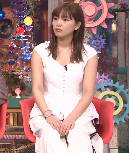 川口春奈 エロい胸元キャプ・エロ画像6
