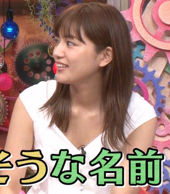 川口春奈 エロい胸元キャプ・エロ画像7