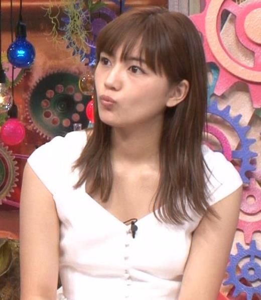 川口春奈 エロい胸元キャプ画像(エロ・アイコラ画像)