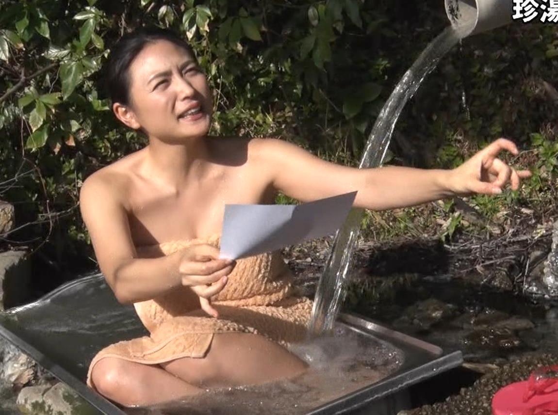 川村ゆきえ 道路から丸見えの温泉に入らされる強制野外露出番組キャプ・エロ画像23