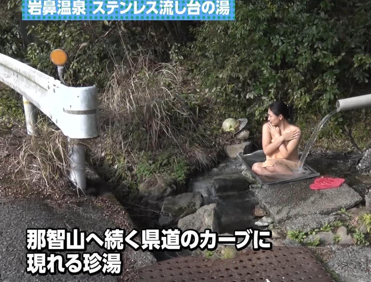 川村ゆきえ 道路から丸見えの温泉に入らされる強制野外露出番組キャプ・エロ画像26
