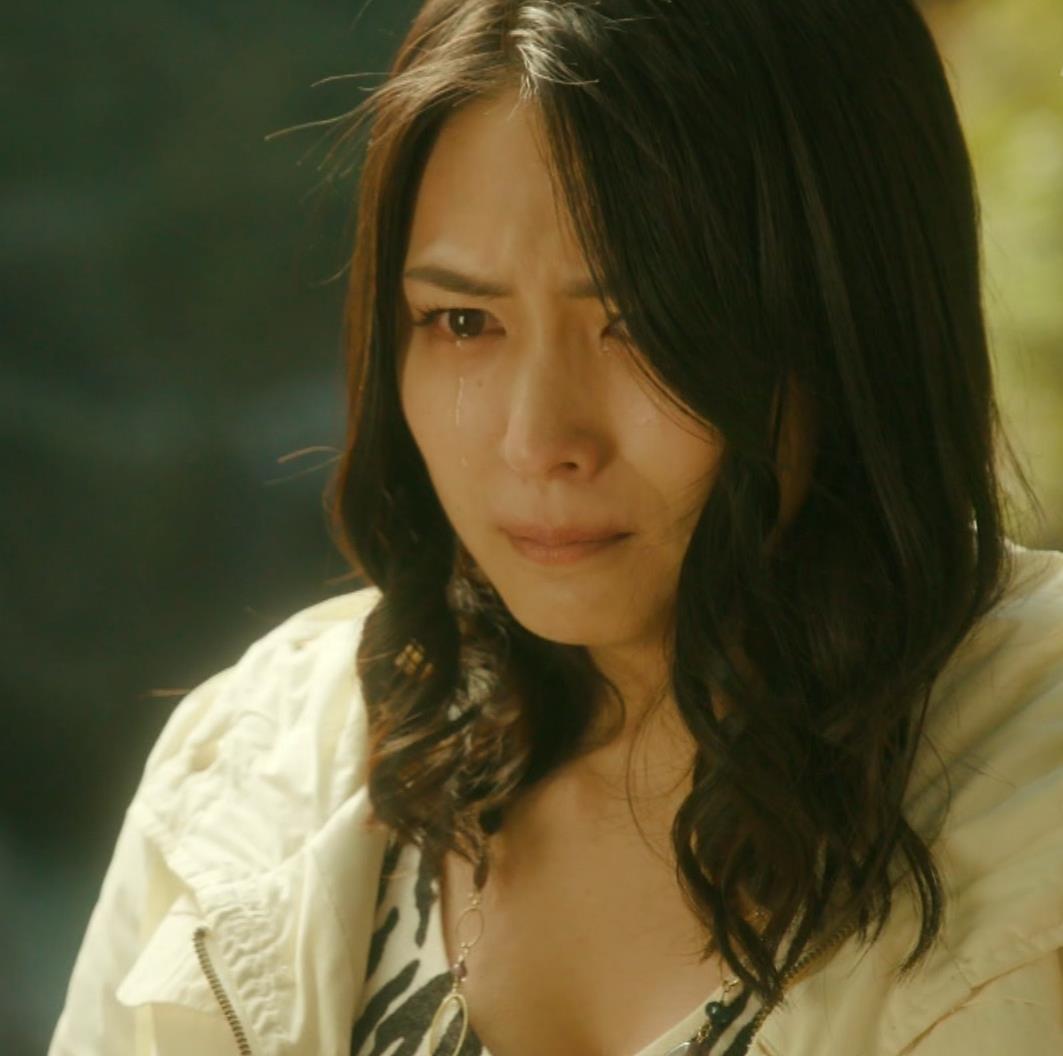 川村ゆきえ ドラマ「相棒」で胸の谷間露出キャプ・エロ画像8