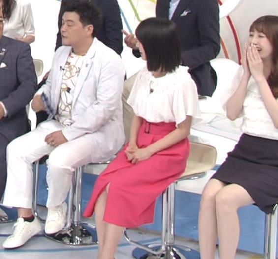 川島海荷 ピンクの長いスカートのスリットキャプ・エロ画像7