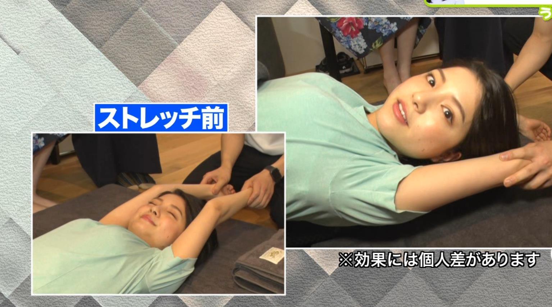 川島海荷 寝転がったTシャツおっぱいエロいキャプ・エロ画像9