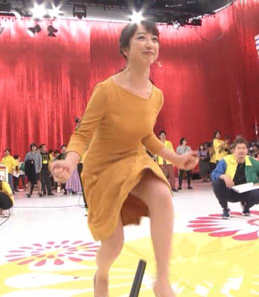 川田裕美アナ パンチラスキップキャプ・エロ画像4