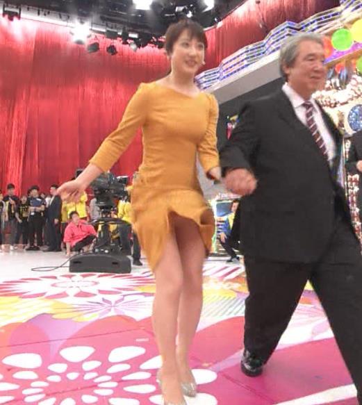 川田裕美アナ パンチラスキップキャプ・エロ画像6