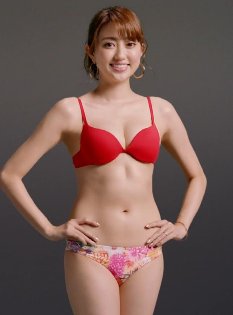 菊地亜美 ライザップCMの水着キャプ・エロ画像9