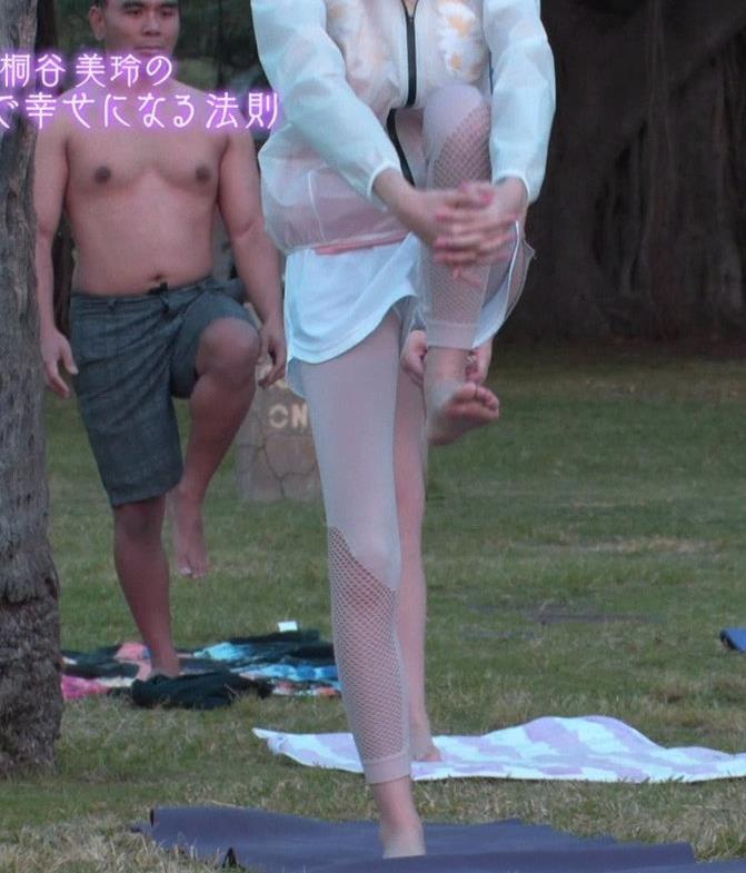 桐谷美玲 ヨガで胸ちらキャプ・エロ画像7