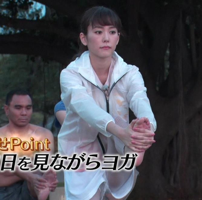 桐谷美玲 ヨガで胸ちらキャプ・エロ画像8