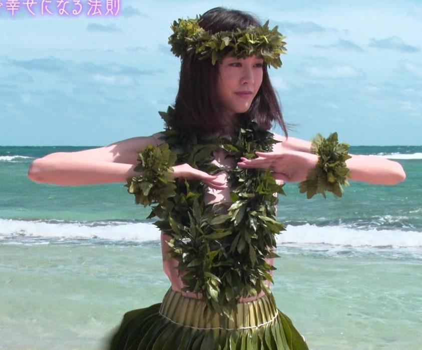 桐谷美玲 ヨガで胸ちらキャプ・エロ画像10