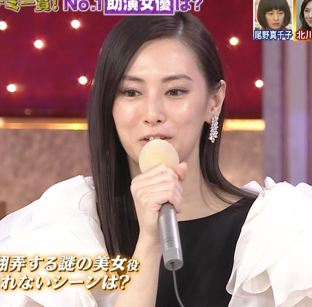 北川景子 パンツが見えそうなドレス(GIF動画あり)キャプ・エロ画像3