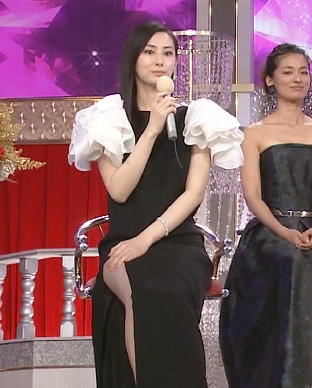 北川景子 パンツが見えそうなドレス(GIF動画あり)キャプ・エロ画像5