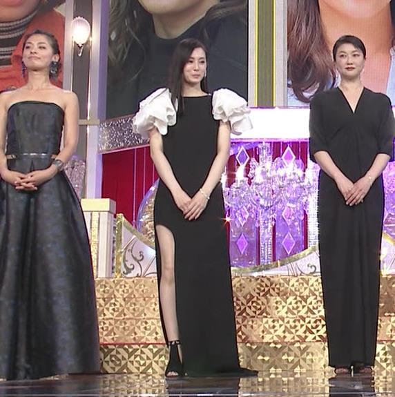 北川景子 パンツが見えそうなドレス(GIF動画あり)キャプ・エロ画像7