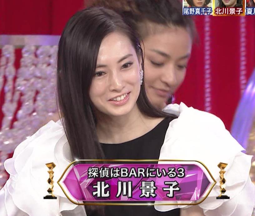 北川景子 パンツが見えそうなドレス(GIF動画あり)キャプ・エロ画像8