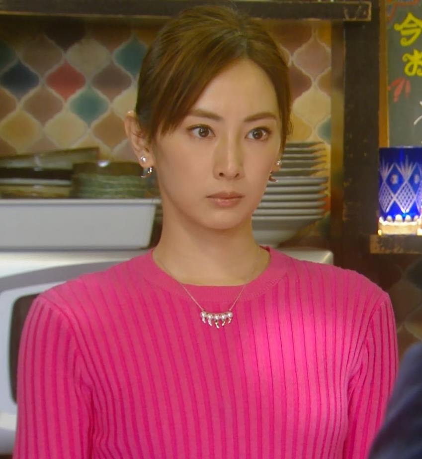 北川景子 微乳だとわかるぴったりニットキャプ・エロ画像5