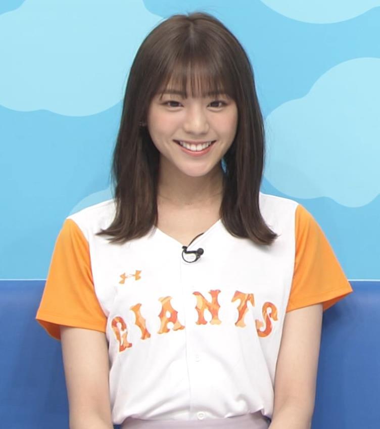 貴島明日香 半袖シャツの袖口からワキチラキャプ・エロ画像4