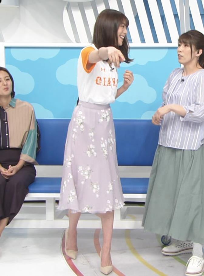 貴島明日香 半袖シャツの袖口からワキチラキャプ・エロ画像6