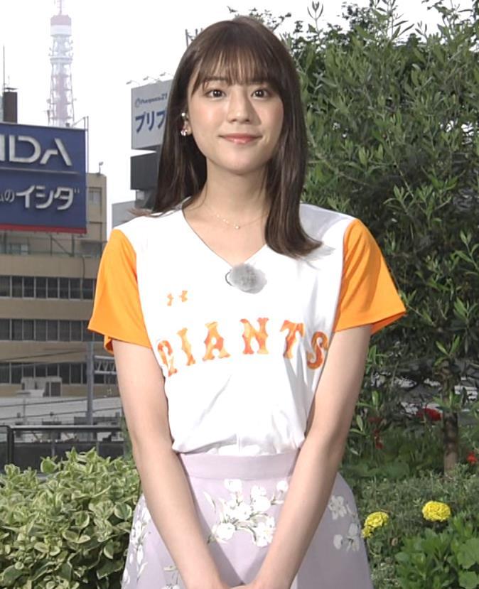 貴島明日香 半袖シャツの袖口からワキチラキャプ・エロ画像8
