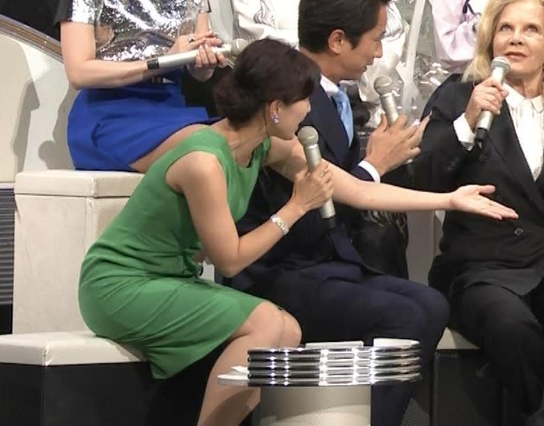 小郷知子アナ ノースリーブの健康的な腕キャプ・エロ画像