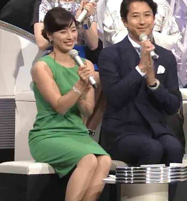 小郷知子アナ ノースリーブの健康的な腕キャプ・エロ画像2