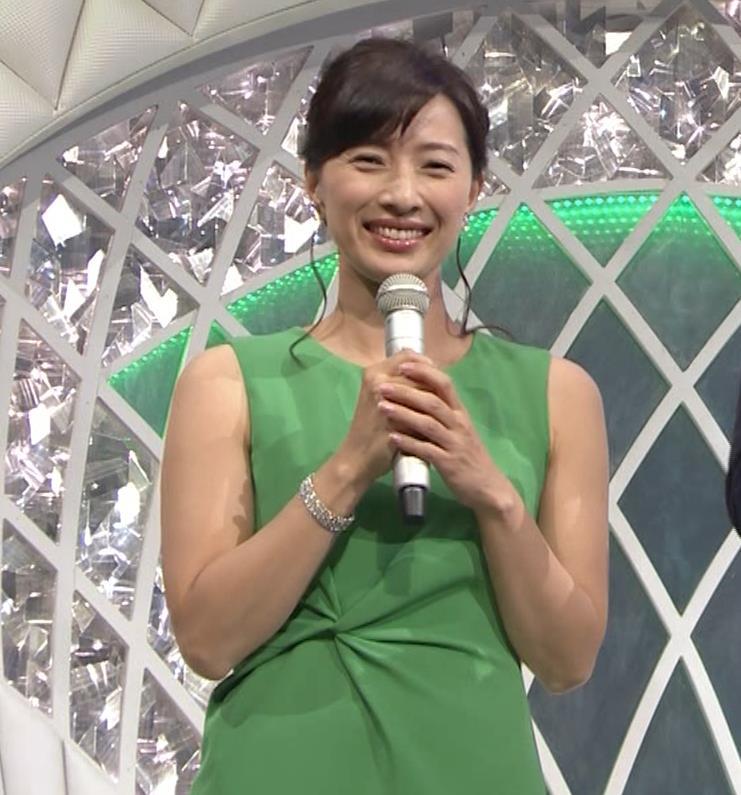 小郷知子アナ ノースリーブの健康的な腕キャプ・エロ画像3