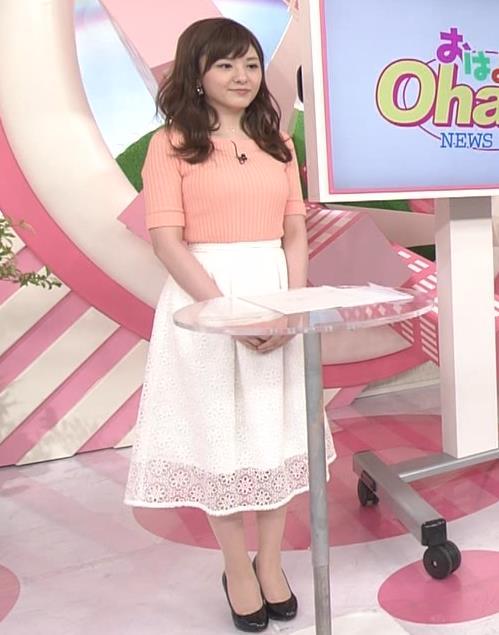 小菅晴香アナ おっぱいがデカそうなニット乳キャプ・エロ画像2