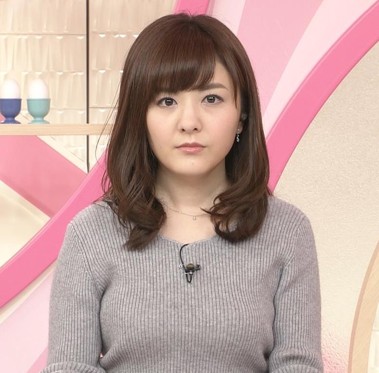 小菅晴香アナ oha4キャスターのニットおっぱいキャプ・エロ画像