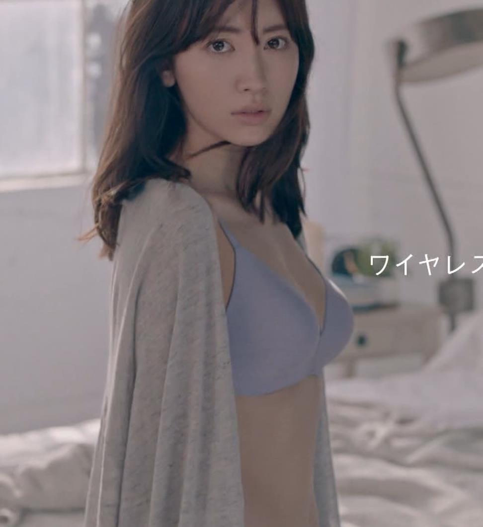 小嶋陽菜 下着CMの股間がエロ過ぎキャプ・エロ画像11