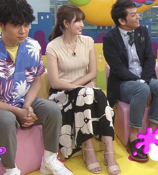 小嶋陽菜 服の上からでも形のよさそうなおっぱいキャプ・エロ画像7