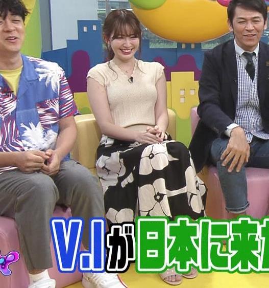 小嶋陽菜 服の上からでも形のよさそうなおっぱいキャプ・エロ画像8