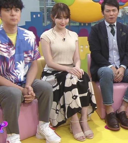 小嶋陽菜 服の上からでも形のよさそうなおっぱいキャプ画像(エロ・アイコラ画像)