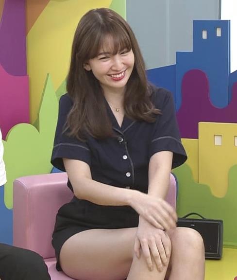小嶋陽菜 太もも露出しすぎ短パンキャプ・エロ画像