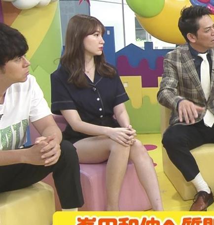 小嶋陽菜 太もも露出しすぎ短パンキャプ・エロ画像8