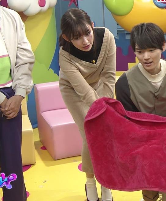 小嶋陽菜 ゆったりした服でもおっぱいがわかるキャプ・エロ画像2