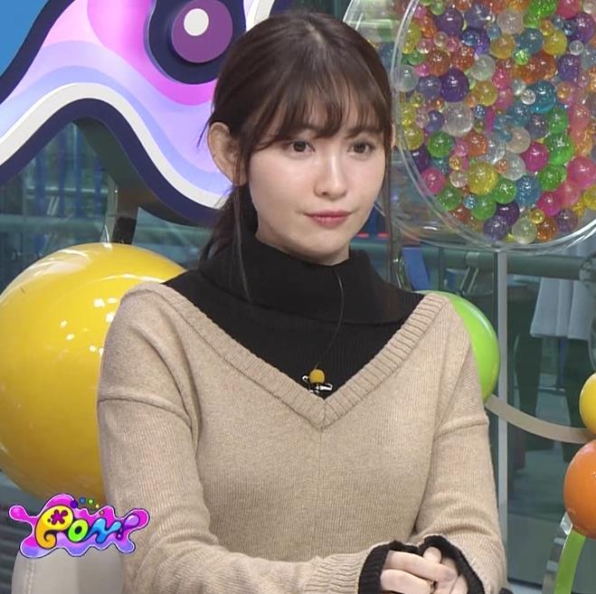 小嶋陽菜 ゆったりした服でもおっぱいがわかるキャプ・エロ画像6