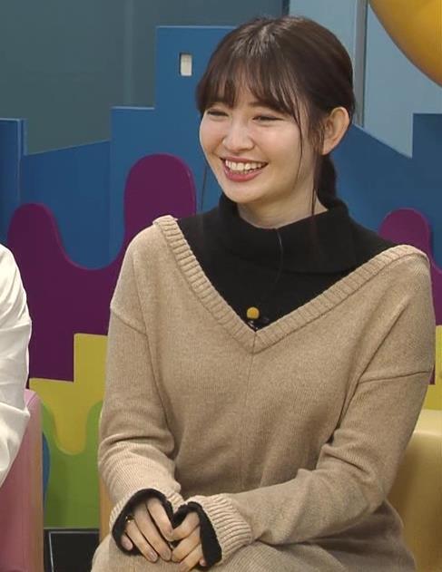 小嶋陽菜 ゆったりした服でもおっぱいがわかるキャプ・エロ画像8