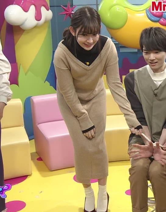 小嶋陽菜 ゆったりした服でもおっぱいがわかるキャプ・エロ画像10