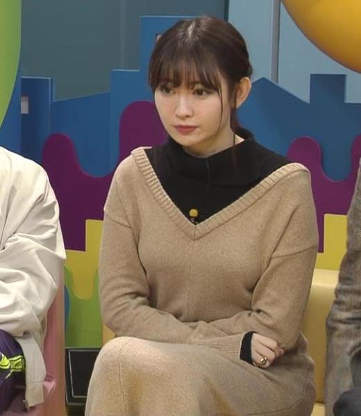 小嶋陽菜 ゆったりした服でもおっぱいがわかるキャプ画像(エロ・アイコラ画像)