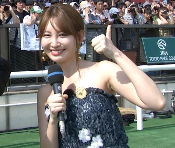 小嶋陽菜 露出度が高いチューブトップのワンピースキャプ・エロ画像7