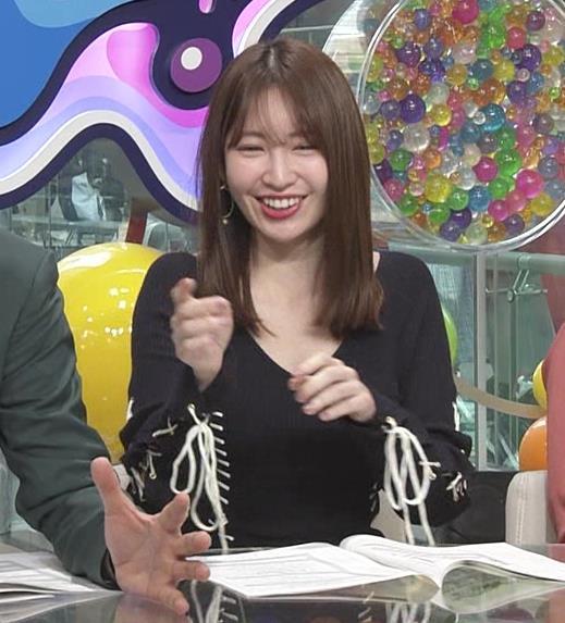 小嶋陽菜 パツパツで胸元が開いたワンピースキャプ・エロ画像5