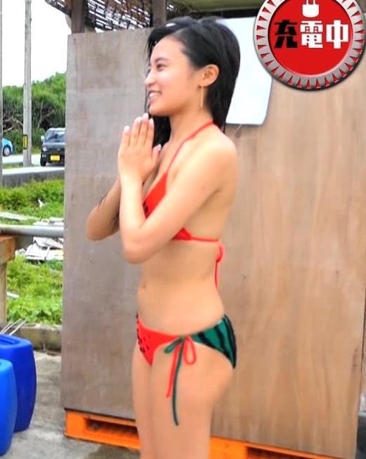 小島瑠璃子 地上波でビキニ水着になる!!キャプ・エロ画像8