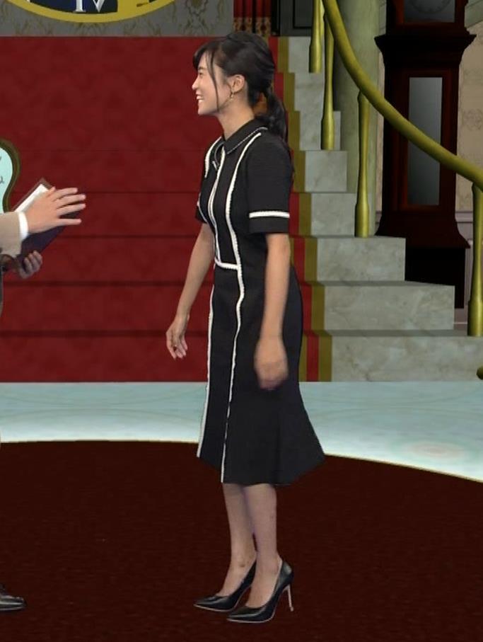 小島瑠璃子 ありそうでなさそうな着衣おっぱいキャプ・エロ画像2