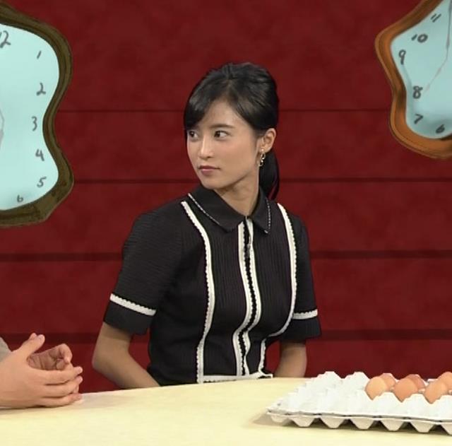小島瑠璃子 ありそうでなさそうな着衣おっぱいキャプ・エロ画像11