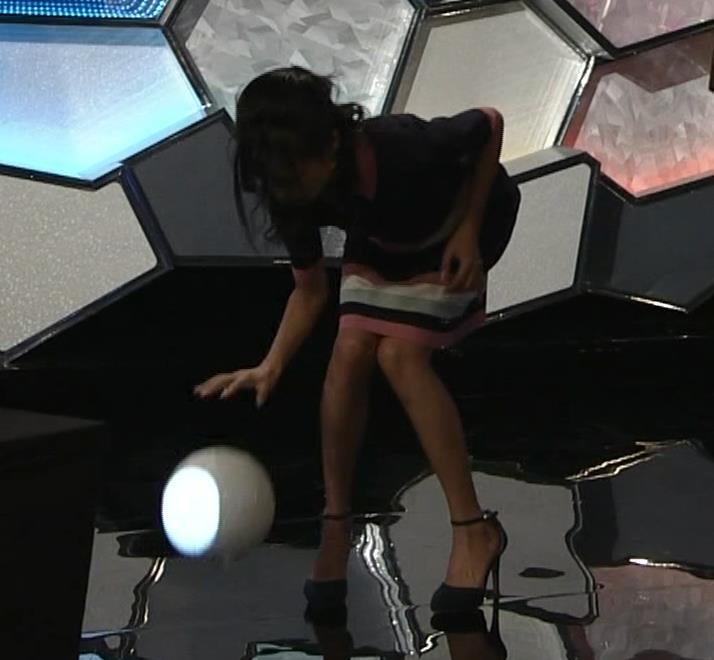 小島瑠璃子 スカートがパツパツキャプ・エロ画像2