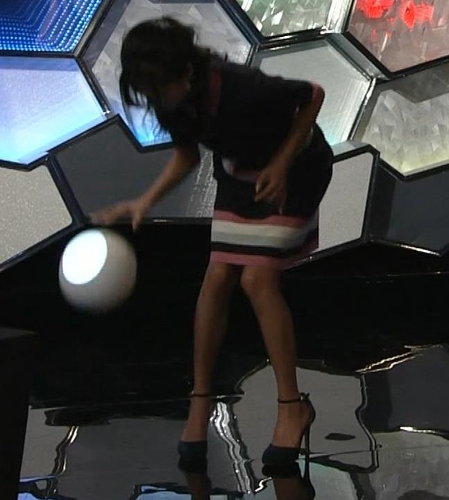 小島瑠璃子 スカートがパツパツキャプ・エロ画像3