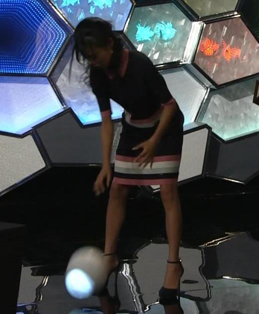 小島瑠璃子 スカートがパツパツキャプ画像(エロ・アイコラ画像)