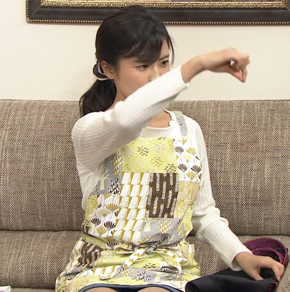 小島瑠璃子 胸元チラとかミニスカ脚とかキャプ・エロ画像2