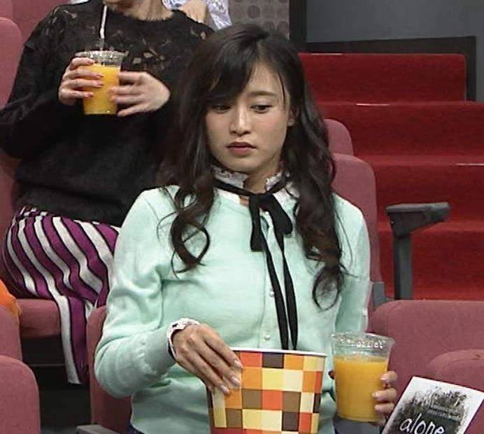 小島瑠璃子 胸元チラとかミニスカ脚とかキャプ・エロ画像12