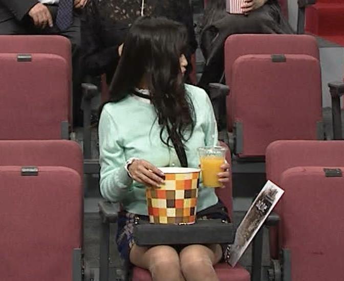 小島瑠璃子 胸元チラとかミニスカ脚とかキャプ・エロ画像13