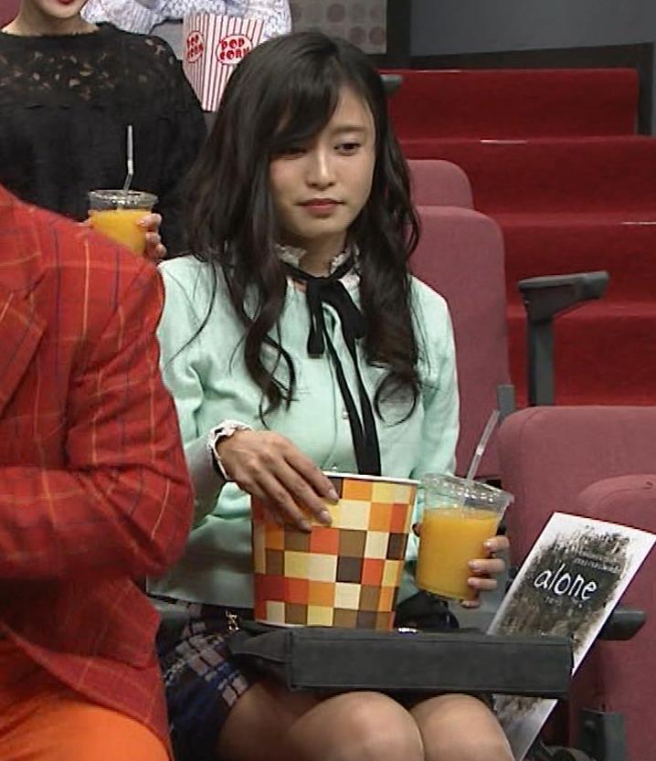 小島瑠璃子 胸元チラとかミニスカ脚とかキャプ・エロ画像15
